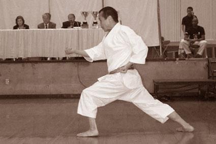 Cэнсэй Акихито Исака: показательное выступление на 2-м Кубке Мира по каратэ KWF 2002 в США