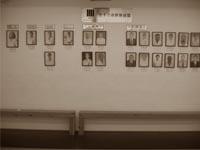 Хонбу додзё KWF: на стене висят портерты шиханов