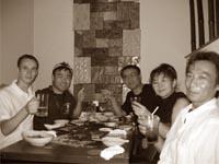 Ужин в токийском ресторане: Александр Чичварин, семья Ходзуми, Мотойоши Такахаши