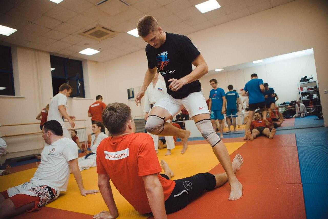 Прошла совместная тренировка команд кроссфита МИЭТа и каратэ Зеленограда