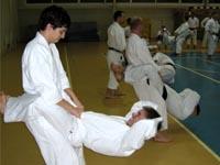 Упражнение на укрепление мускулатуры пресса и спины