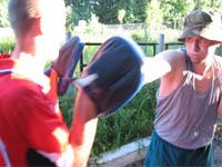 Прямой правой на боксерских лапах: Ферцев   Виктор