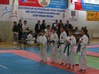 Участники соревнований по кумитэ среди мальчиков 8-9 лет