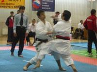 Соревнования по кумитэ среди юношей 16-17 лет